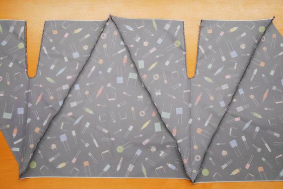 上下を交互に並べ、裏表にして縫い、最後に両端を塗って筒状にします 折り畳み傘をエコバックにリメイク(作り方)