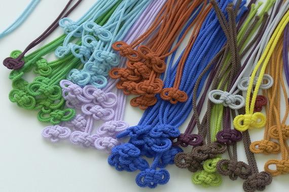 二重叶結び(にじゅうかのうむすび)で紐を結ぶ