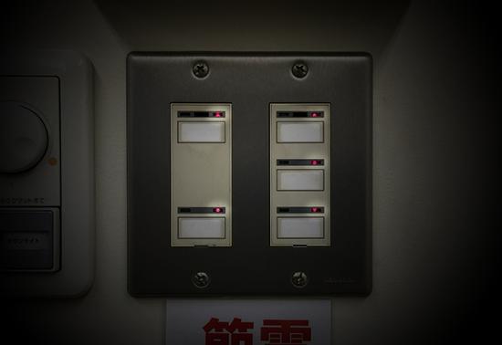 教室の蛍光灯のスイッチパネル6